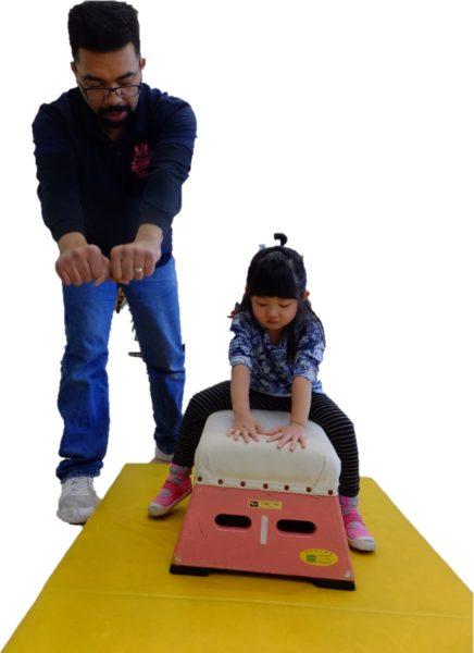 跳び箱の練習の写真1