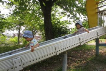 滑り台と子ども